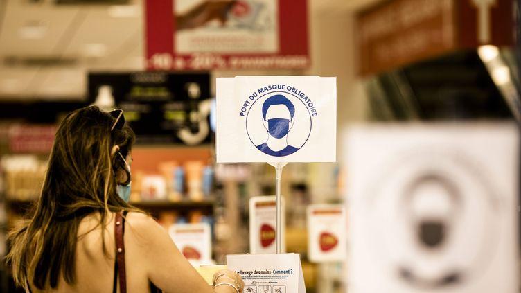 Le port du masque est obligatoire dans tous les lieux publics clos en France. (NICOLAS PARENT / MAXPPP)