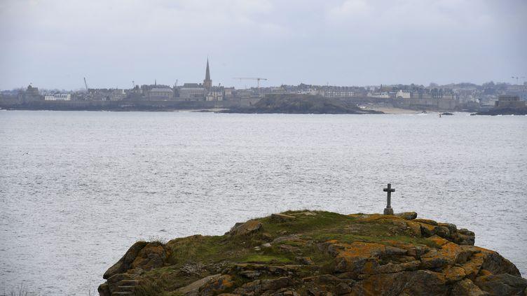 L'île de Cézembre, au large de Saint-Malo, en Bretagne. (DAMIEN MEYER / AFP)