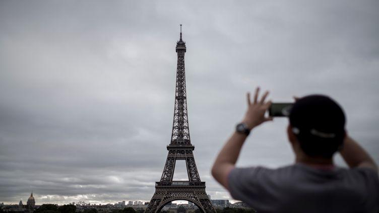 La Tour Eiffel, photographiée le 29 septembre 2016. (PHILIPPE LOPEZ / AFP)