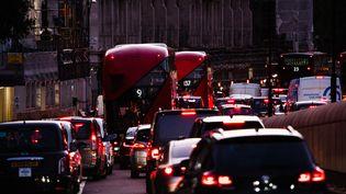 Un embouteillage à Londres (Royaume-Uni), le 22 octobre 2020. (DAVID CLIFF / NURPHOTO / AFP)