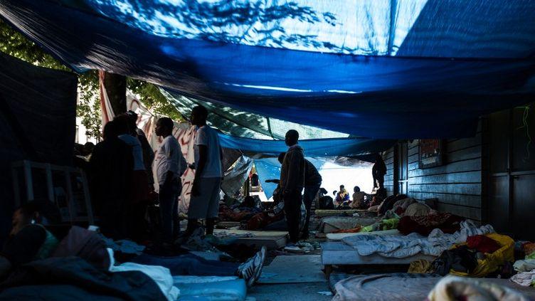 Campement improvisé de migrants dans les Jardins d'Eole, près de La Chapelle (Paris), le 16 juin 2015. (CITIZENSIDE/ AFP)