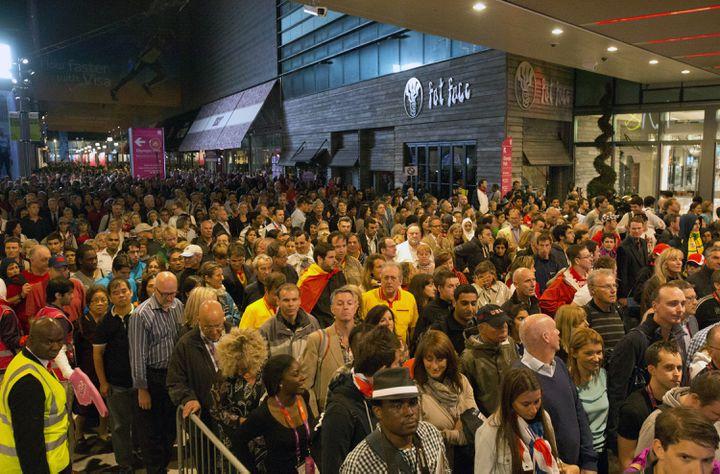 La sortie du centre commercial de Stratford, juste à l'entrée du métro, à Londres, le 27 juillet 2012. (NEIL HALL / REUTERS)
