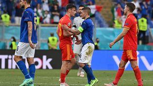Après leur match, le 20 juin 2021, l'Italie et le pays de Galles sont qualifiés pour les huitièmes de finale de l'Euro. (ANDREAS SOLARO / POOL / AFP)