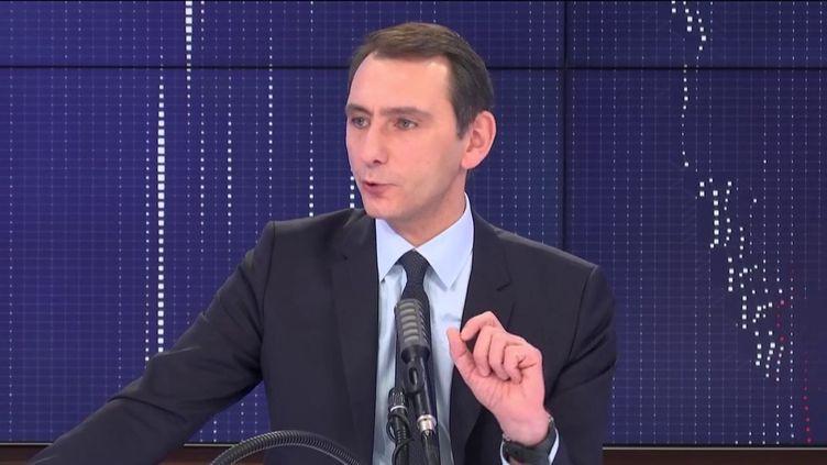 """Laurent Jacobelli,porte-parole du Rassemblement national, était l'invité du """"8.30 franceinfo"""", samedi 14 novembre 2020. (FRANCEINFO / RADIOFRANCE)"""