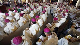 Les évêques de France célèbrent unemesse à la basilique du Rosaire de Lourdes (Hautes-Pyrénées), le 4 novembre 2007. (ERIC CABANIS / AFP)