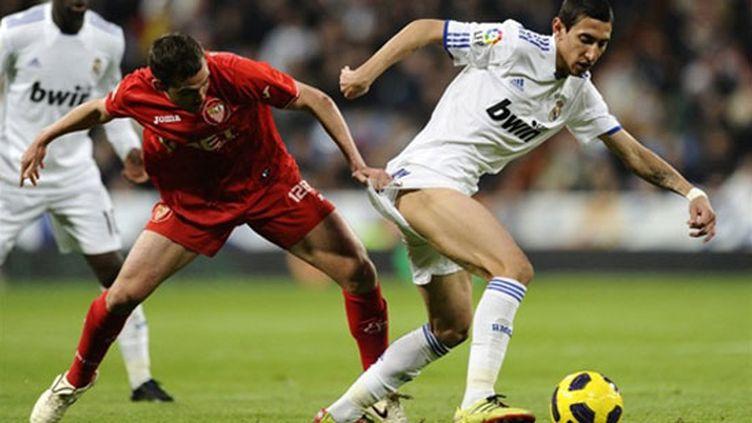 Angel Di Maria (Real Madrid) à la lutte avec la défense sévillane