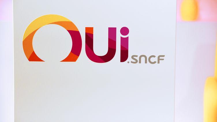 Le logo du site de la SNCF est affiché à Paris, le 6 décembre 2017. (ERIC PIERMONT / AFP)