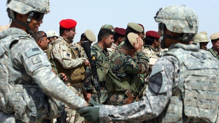 Des soldats américains et leurs homologues irakiens à Kirkouk, en Irak, le 21 juillet 2011. (ALI AL-SAADI/AFP)