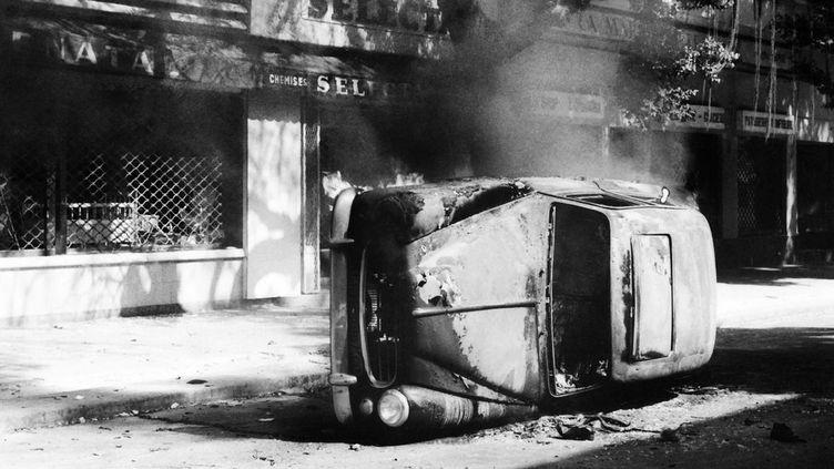 Une rue de Dakar, après des émeutes étudiantes, le 10 juin 1968 (AFP PHOTO)