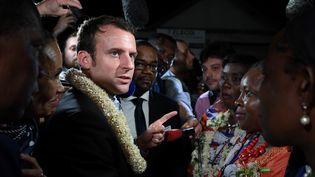 Emmanuel Macron en visite à Mayotte, le 26 mars 2017. (ERIC FEFERBERG / AFP)