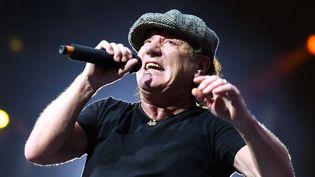 Brian Johnson sur scène avec AC/DC en juin 2015 à Berlin.  (Britta Pedersen / DPA / AFP)