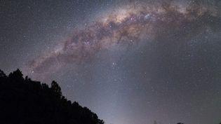 La Voie lactée vue depuis la Nouvelle-Zélande, le 8 octobre 2018. (ALEX CONU / LEEMAGE VIA AFP)