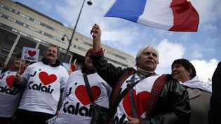 """Des habitants de Calais manifestent à Paris pour demander que leur ville soit placée en état de """"catastrophe économique"""", le 7 mars 2016. (THOMAS SAMSON / AFP)"""