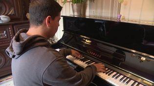 Ahmed Mejdi, le jeune paniste virtuose de 16 ans à Saint-Brice en Coglès (Ille et Vilaine) (France 3 Grand Ouest)