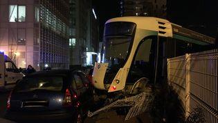 Une collision entre deux tramways a fait douze blessés, le 11 février 2019, à Issy-les-Moulineaux (Hauts-de-Seine). (VIOLAINE DOMON / FRANCEINFO)