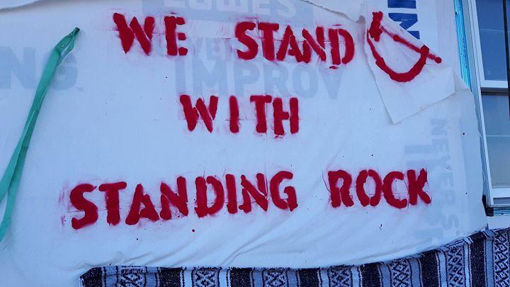Le mouvement de Standing Rock est soutenu par des activistes venus de tous les Etats-Unis, et même de l'étranger. (MATHILDE LEMAIRE / RADIO FRANCE)