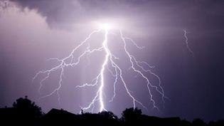 (Cette vigilance orages court de lundi soir à mardi matin © Fotolia- Serkucher)