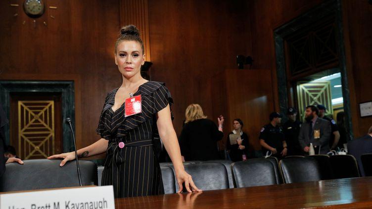 L'actrice américaine Alyssa Milano, le 27 septembre 2018, lors des auditions de confirmation auSénat à Washington (Etats-Unis) de Brett Kavanaugh, candidat choisi par Donald Trump pour siéger à la Cour suprême, mais accusé d'agression sexuelle. (JIM BOURG / REUTERS)