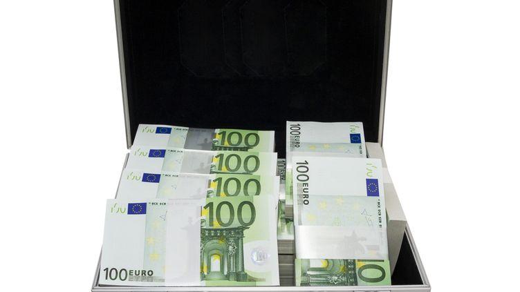 L'homme s'est fait voler 30 000 euros et 30 000 dollars par un ami magicien. (FRANZ-W. FRANZELIN / STOCKBYTE / GETTY IMAGES)