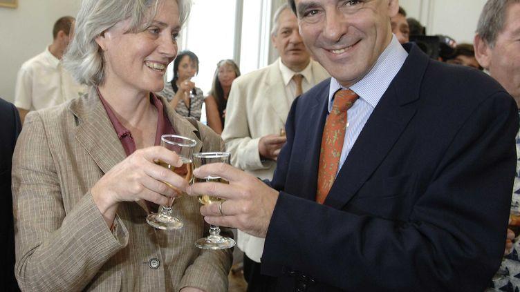 Penelopeet François Fillon, le 19 mai 2007 lors d'un vin d'honneur à Sablé-sur-Sarthe (Sarthe). (WITT/SIPA)