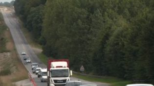 Faute d'avoir été terminée, la RN 164 provoque ralentissements, déviations et incidents. Cela freine le développement du centre de la Bretagne. (France 2)