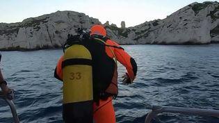 Un appel aux dons est lancé pour les sauveteurs en mer, samedi 26 et dimanche 27 juin. En effet, si ces derniers sont bénévoles et le secours aux personnes gratuit, le financement des bateaux et des équipements de la Société nationale de sauvetage en mer (SNSM) a un cout important. (CAPTURE ECRAN FRANCE 3)