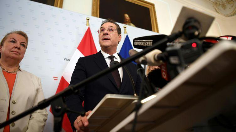 Le vice-chancelier et président du Parti de la liberté, Heinz-Christian Strache, annonce sa démission lors d'une conférence de presse, le 18 mai 2019 à Vienne. (UNBEKANNT / APA-PICTUREDESK VIA AFP)