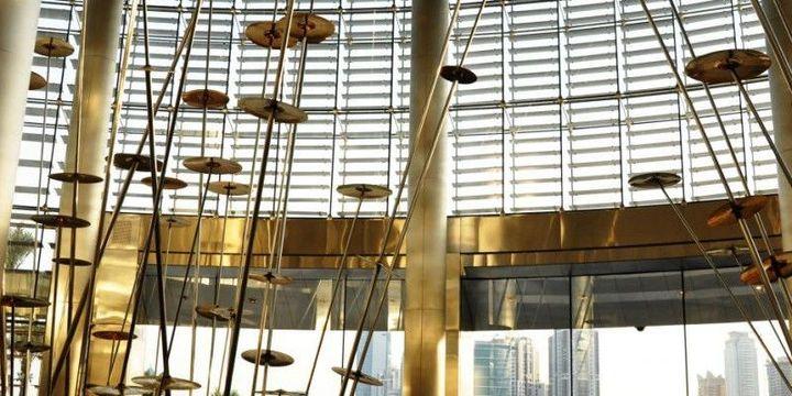 """""""World Voices"""" par Jaume Plensa, hall de Burj Khalifa à Dubaï  (France 3 / Culturebox)"""