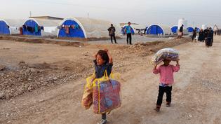 Des civils réfugiés au camp de Khazir (Irak), à trente kilomètres de Mossoul, le 12 novembre 2016 (RADIO FRANCE / MATHILDE LEMAIRE)