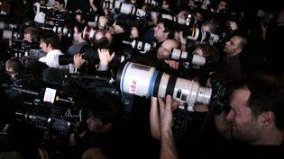 Les photographes dans l'attente du défilé Valli automne-hiver 2007-2008, à Paris  (VINCENT NGUYEN / AFP)
