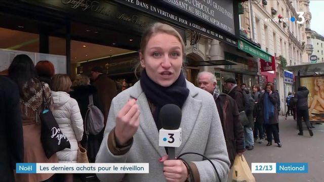 Noël : les files d'attente s'allongent devant les magasins parisiens