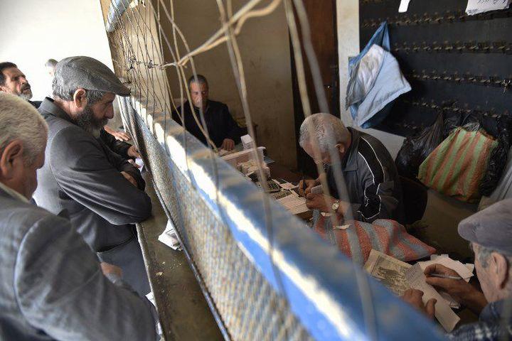 Enregistrement des paris à l'hippodrome du Caroubier à Alger le 29 mars 21018 (RYAD KRAMDI / AFP)