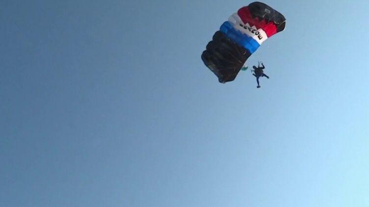 Sports extrêmes : l'équipe de France de parachutisme, des sportifs de haut vol (France 3)