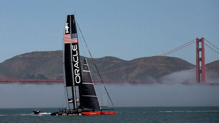 L'AC72 d'Oracle dans la baie de San Francisco (EZRA SHAW / GETTY IMAGES NORTH AMERICA)