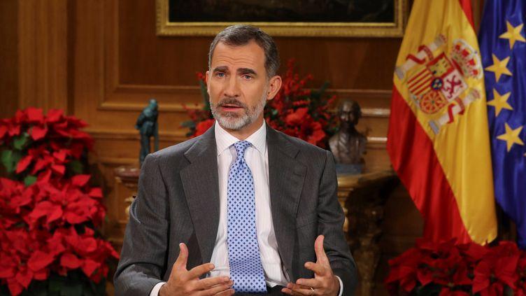 Le roi d'Espagne, Felipe VI, lors de son allocution de Noël, au palais royal de la Zarzuela, à Madrid, le 24 décembre 2017. (BALLESTEROS / AFP)