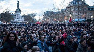 Des manifestants de la Nuit debout, le 10 avril 2016 sur la place de la République, à Paris. (RODRIGO AVELLANEDA / ANADOLU AGENCY / AFP)