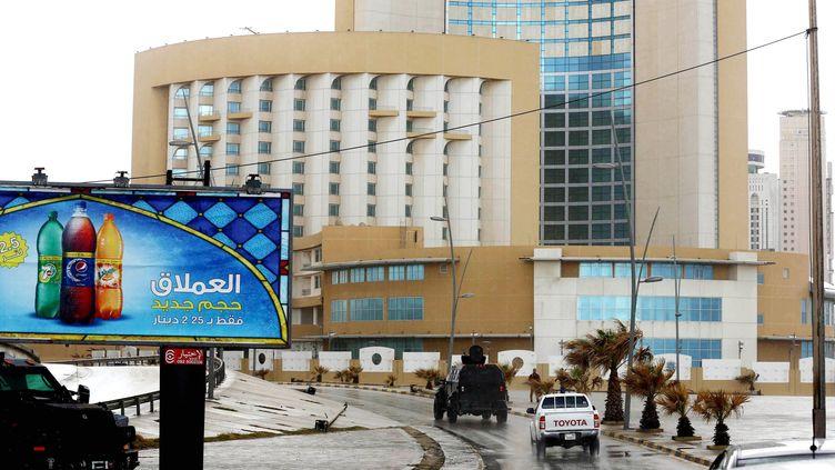 L'hôtel Corinthia, à Tripoli (Libye), après l'explosion d'une voiture piégée, le 27 janvier 2015. (HAZEM TURKIA / ANADOLU AGENCY / AFP)
