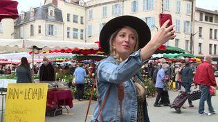 La blogueuse Jessica Pommier à Perigeux en Dordogne. (CAPTURE D'ÉCRAN FRANCE 3)