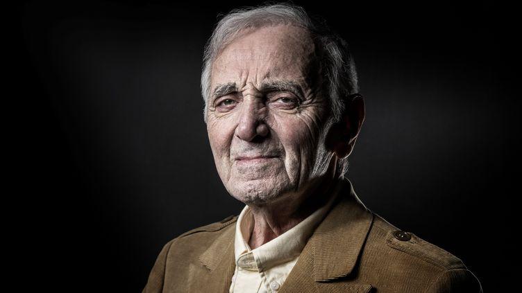 Le chanteur Charles Aznavour pose à Paris le 5 décembre 2016. (JOEL SAGET / AFP)
