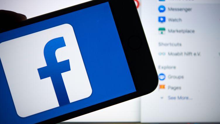 Les messages étaient échangés sur Facebook. (MONIKA SKOLIMOWSKA / DPA)