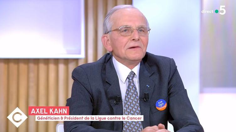 """Axel Kahn, sur le plateau de """"C à vous"""", le 17 mai 2021. (FRANCE 5)"""