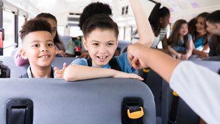 Les transports scolaires, la sécurité et les préoccupations environnementales. (Illustration) (SDI PRODUCTIONS / E+ / GETTY IMAGES)