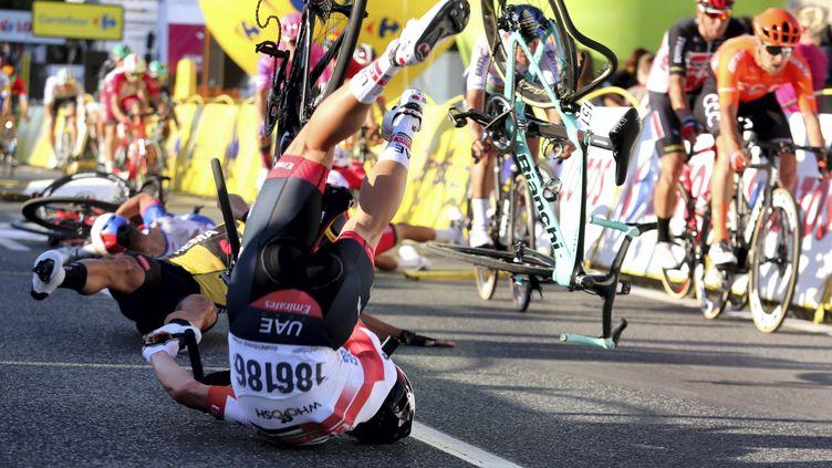La chute à l'issue de la première étape du Tour de Pologne (ANDRZEJ GRYGIEL / PAP)
