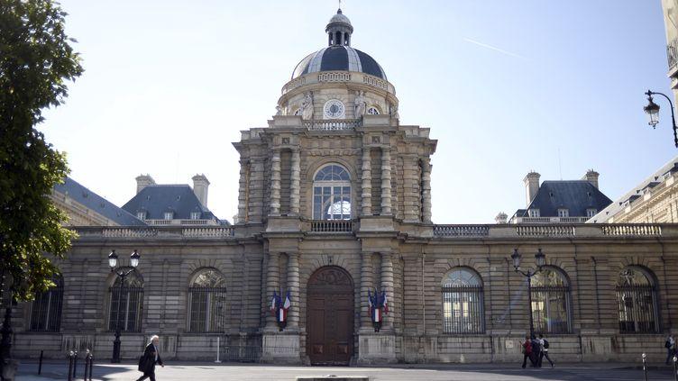 L'entrée du Palais du Luxembourg, à Paris, où se situe le Sénat, le 27 septembre 2014. (STEPHANE DE SAKUTIN / AFP)