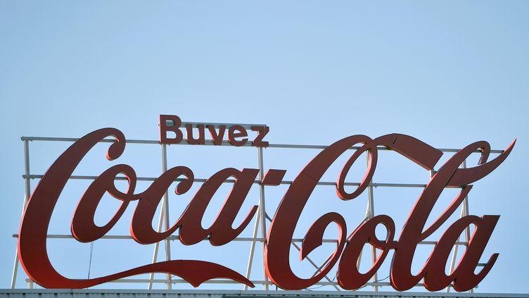Coca-Cola Entreprise, chargée de l'embouteillage et de la distribution en France, va supprimer 170 postes sur 2 800 dans le pays. (GERARD JULIEN / AFP)