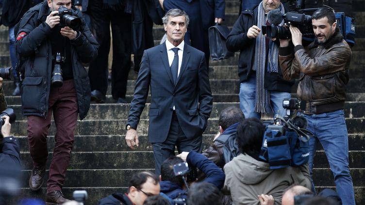 L'ancien ministre du Budget, Jérôme Cahuzac, quitte le palais de justice de Paris, le 8 février 2016. (CHARLES PLATIAU / REUTERS)