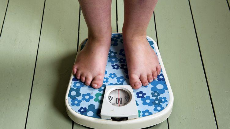 Les personnes en surpoids ou légèrement obèses vivent plus longtemps que les personnes ayant un poids normal. (ROOS KOOLE / ANP / AFP)