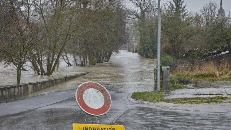 La circulation est coupée à cause des inondations à Nancy (Moselle), le 5 janvier 2018. (MAXPPP)