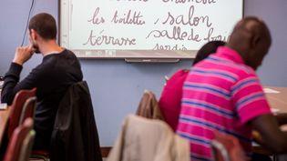 Une formation pour des personnes illettrées, àArras (Pas-de-Calais), en septembre 2015. (BONNIERE PASCAL / MAXPPP)