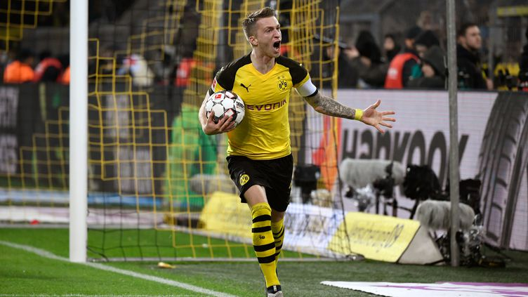La joie du capitaine du Borussia Dortmund, Marco Reus. (INA FASSBENDER / DPA)